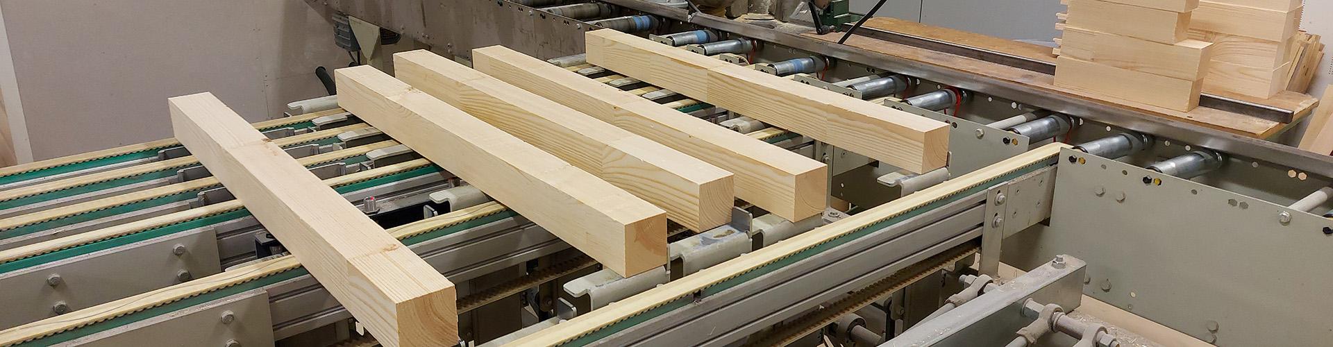 Bilde av treplanker i maskin