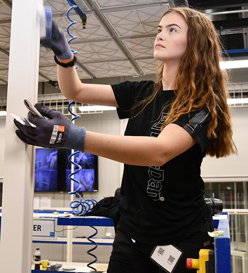 Bilde av dame som jobber